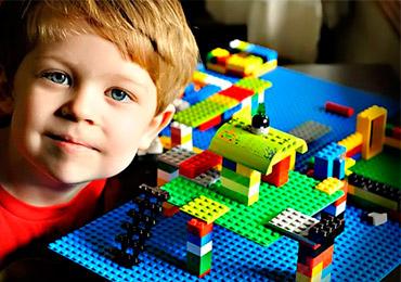 С какого возраста можно играть ребенку в лего